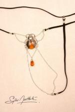 String Scarabée Sacré - argent : Un string bijou talisman, avec un scarabée sacré délicatement posé sur le pubis.