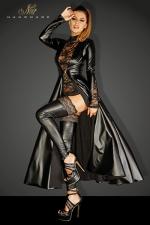 Manteau Divalicious : Manteau long en wetlook décoré de dentelle sur les manches, fermé par un unique clip métal devant.